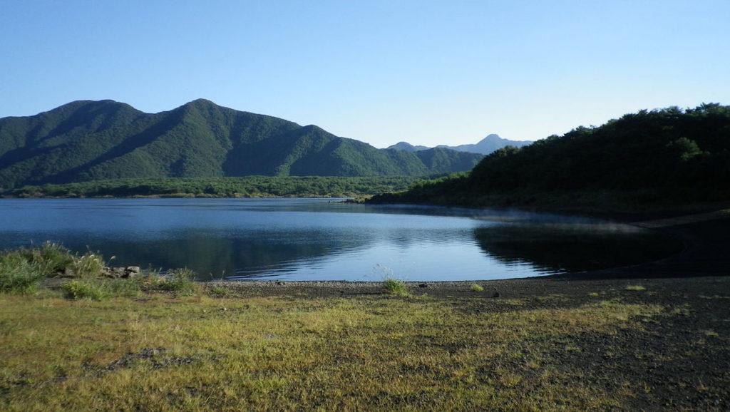 本栖湖 バス釣りおかっぱりポイント おすすめ11選!【保存版】大型のニジマスも釣れるクリアレイク!